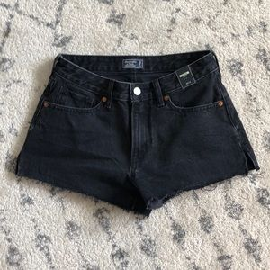 Abercrombie low rise short size 0/25. NWT